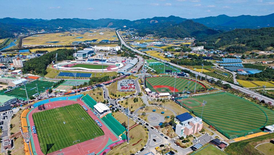 오는 26일부터 '2019 결초보은배 전국 사회인야구대회'가 열릴 충북 보은군 스포츠파크 일대의 모습.