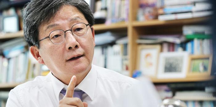유승민 바른미래당 의원이 20일 국회 의원회관에서 본지와 인터뷰하고 있다.