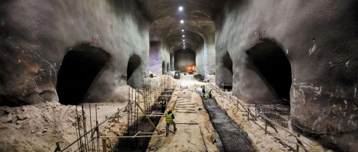 묘지난 해소를 위해 23만 구의 시신 안치를 목표로 지하 50m에서 이뤄지고 있는 거대 지하 무덤 공사.