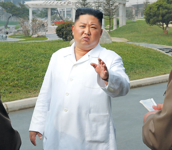 김정은 북한 국무위원장이 완공을 앞둔 평안남도 양덕군 온천관광지구 건설을 현장 지도했다고 조선중앙통신이 25일 보도했다.