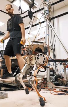 인간형 로봇