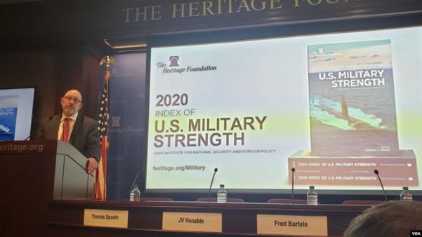 미국 워싱턴 해리티지 재단에서 30일(현지시각) 다코타 우드 선임연구원이 '2020년 미국의 군사력 지표' 보고서를 발표하고 있다./VOA 캡처