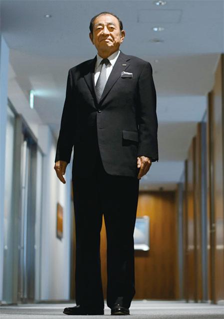 """고모리 시게타카 후지필름 CEO 겸 회장은 """"사상 최대 위기에 직면했던 당시에 사장인 내가 학교 학급 위원처럼 '다수결로 정합시다'라고 말하는 건 있을 수 없었다""""며 """"누군가가 모두를 이끌고 갈 수밖에 없다. 그것이 리더의 역할이고 리더십의 본질이다""""고 말했다./ 블룸버그"""