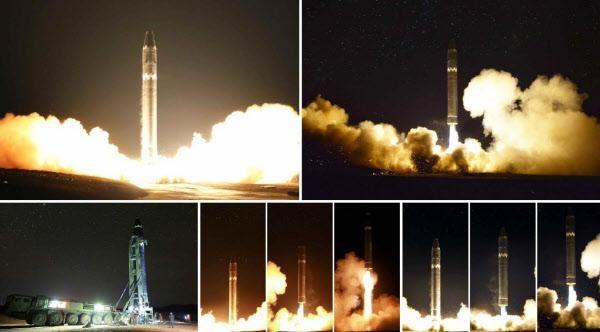 북한이 지난 2017년 11월 29일자 노동당 기관지 노동신문을 통해 공개한 신형 대륙간탄도미사일(ICBM) '화성-15형' 시험발사 모습. 아랫줄 왼쪽 사진에 ICBM을 장전한 이동식발사차량(TEL)이 뚜렷하게 보인다. /연합뉴스