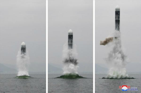 북한이 지난 2일 신형 잠수함발사탄도미사일(SLBM) '북극성-3형'을 성공적으로 시험발사했다고 조선중앙통신이 3일 보도했다. 사진은 중앙통신 홈페이지에 공개된 북극성-3형 발사 모습. /연합뉴스