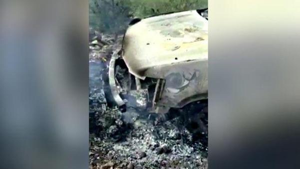 무차별 총격을 받고 불에 탄 차량. /로이터 제공