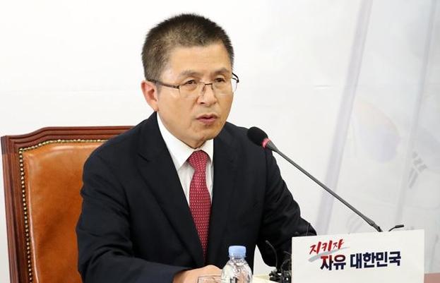 자유한국당 황교안 대표가 6일 오후 국회에서 기자 간담회를 열고 발언하고 있다. /연합뉴스