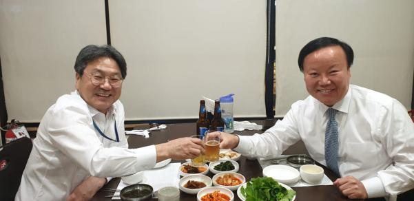 강기정(왼쪽) 정무수석과 김재원(오른쪽) 국회 예결위원장./강 수석 페이스북