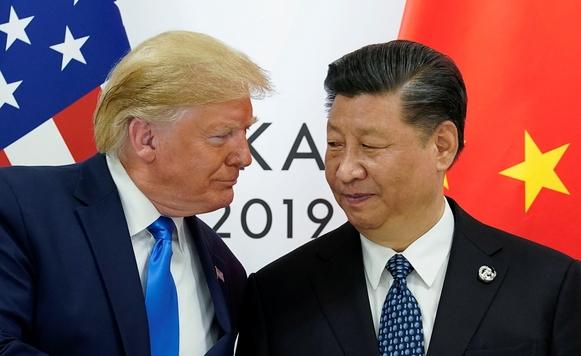 도널드 트럼프 미국 대통령과 시진핑 중국 국가 주석이 지난 7월 일본 오사카에서 열린 G20 정상회담에 참석해 인사를 나누고 있다. /로이터연합뉴스