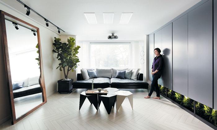 조희선씨가 20년 산 상암동 43평대 아파트. 한집에 오래 머물며 집을 바꿔가는 걸 좋아한다고 했다.