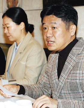 바른미래당 '변화와 혁신을 위한 비상행동'의 유의동(오른쪽)·권은희 신당기획단 공동단장이 10일 서울 여의도 한 식당에서 기자간담회를 열고 질의·응답을 하고 있다.