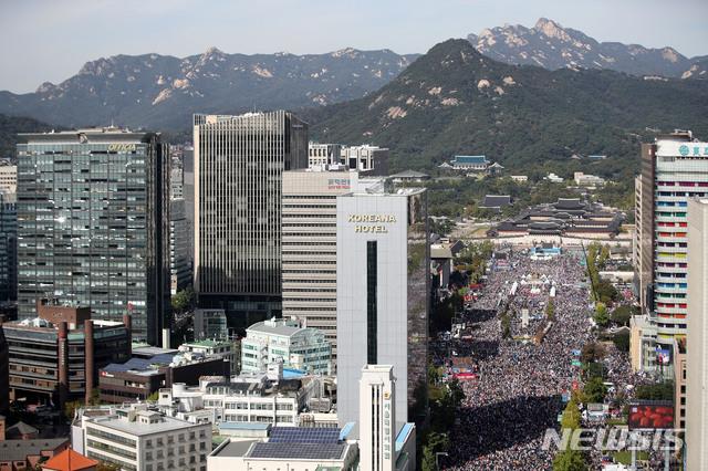광화문광장에서 열린 조국 반대 집회