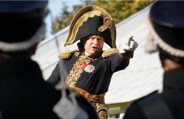 올레크 소콜로프(63)교수가 지난 2012년 나폴레옹의 모습을 재현한 채 보르디노 전투 기념행사에 등장한 모습 / 뉴시스