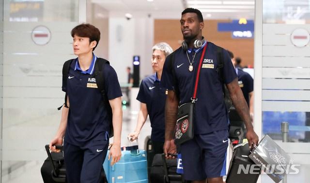귀국하는 농구대표팀 이대성-라건아
