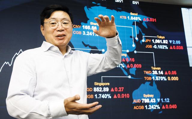 """서영호 KB증권 전무는 """"한국은 4년 안에 국고채 10년물 금리가 0%대에 진입할 것""""이라고 말했다. 현재 10년물 국채 금리는 1.7%이다."""