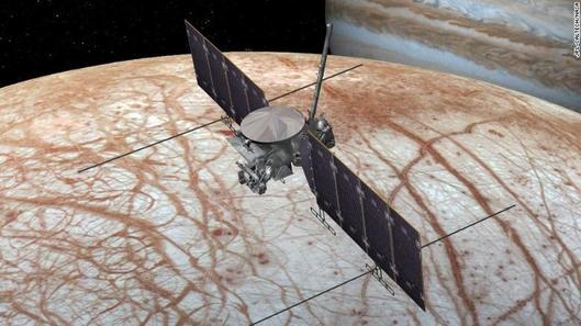 토성 을 공전 하는 위성 중 가장 큰 '타이탄' 의 모습. / NASA
