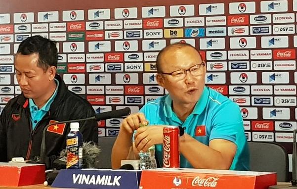 박항서 감독이 2022년 카타르 월드컵 아시아 2차 예선 G조 5차전에서 태국과 0-0으로 비긴 뒤 열린 기자회견에서 소회를 밝히고 있다./연합뉴스