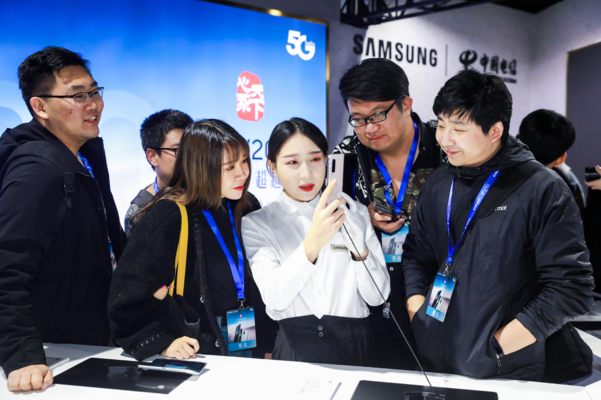 Samsung Electronics on the 19th held a presentation on the GalaxyFold 5G with China Telecom in Wuhan, China.