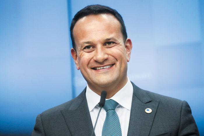 리오 버라드커 아일랜드 총리는 2017년 역대 최연소로 총리 자리에 오른 이후 아일랜드 경제 성장을 이끌고 있다. 인도 이민자의 아들로 보건부 장관을 지냈다.