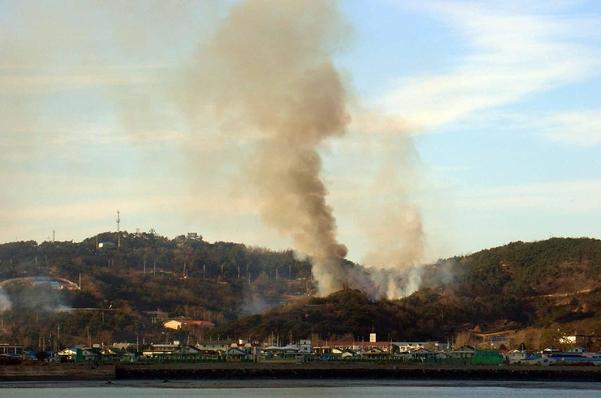 2010년 북한의 기습 포격 당시 연평도. / 조선DB