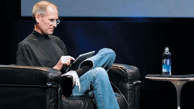 스티브 잡스가 프레젠테이션 때 즐겨 마신 '스마트 워터'(오른쪽)는 생수가 아닌 증류수다.
