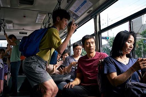 영화적인 스케일이 깊게 배어있는 이병헌 옆에서 밝고 리듬 있는 연기를 보여준 박정민.
