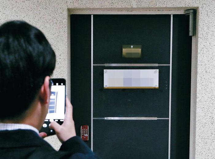 백원우 민정비서관 재직 당시 청와대에서 근무했던 검찰수사관 A씨가 1일 숨진 채 발견된 서울 서초구의 사무실.