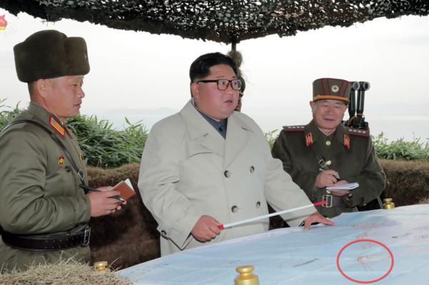 김정은 북한 국무위원장이 서부전선에 위치한 창린도 방어부대를 시찰했다고 조선중앙TV가 11월 25일 보도했다. /연합뉴스