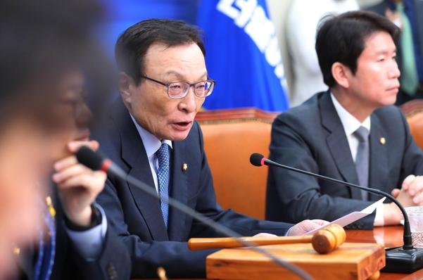 더불어민주당 이해찬(왼쪽) 대표와 이인영 원내대표/연합뉴스