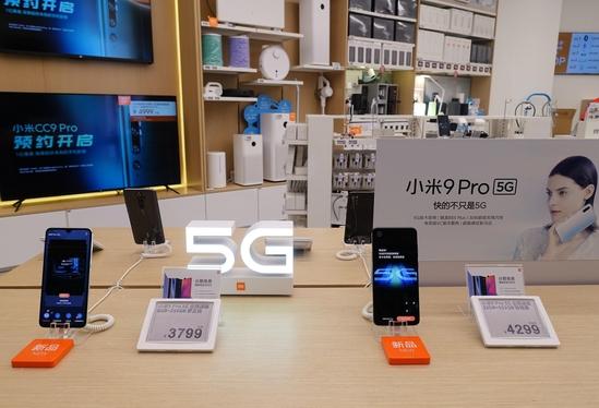 샤오미가 9월 중국에서 출시한 첫 5G 스마트폰 '샤오미 9 프로 5G'가 샤오미 매장에 진열돼 있다. /김남희 특파원