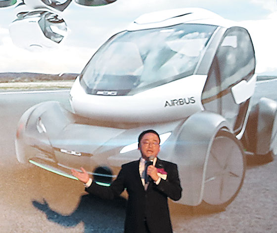 2일 전해상 도레이첨단소재 사장이 서울 마곡에 있는 한국도레이 R&D센터에서 열린 '도레이첨단소재 창립 20주년 비전 2030 선포식'에서 연설하고 있다. /도레이첨단소재