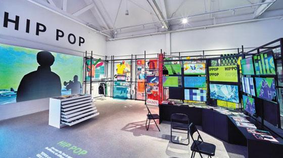 경기도 이천 '시몬스 테라스'의 전시공간 '라운지'에서 열리는 'HIP-POP: 힙팝' 전시.