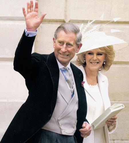 2005년 자신의 결혼식에서 13년 전 맞췄던 앤더슨&셰퍼드 의상을 수선해 입은 찰스 왕세자와 커밀라 왕세자빈.