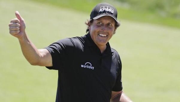 필 미켈슨이 내년 1월에 30년 동안 빠지지 않았던 피닉스 오픈에 불참하는 대신 사우디 인터내셔널에 출전하기로 했다. 사우디 인터내셔널은 정상급 선수들에게 거액의 초청료를 주는 것으로 알려져 있다./PGA of America