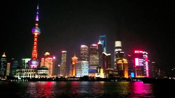 중국이 양쯔강 삼각주 일대를 경제 강국으로 만드는 '양쯔델타 개발 계획'을 발표했다. 사진은 상하이 시내 야경. /트위터 캡처