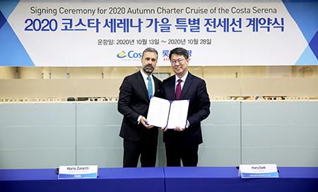 롯데관광개발 대표이사 사장 백현(오른쪽)과 코스타그룹 아시아지역 사장 마리오 자네티(왼쪽)