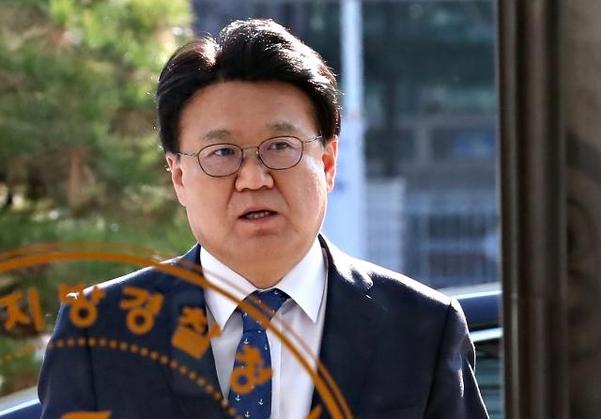 황운하 대전지방경찰청장이 지난 5일 오후 대전시 서구 둔산동 대전지방경찰청으로 들어가고 있다. /연합뉴스