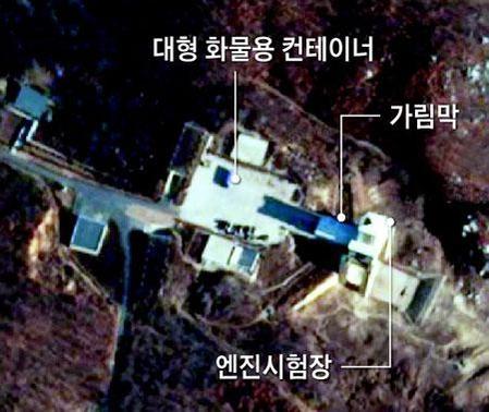 미 민간 위성업체 플래닛 랩스가 지난 5일 공개한 북한 동창리 미사일 발사장의 위성사진. 이전에 없던 대형 화물용 컨테이너 등이 포착됐다. /플래닛 랩스