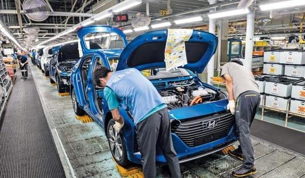 현대차 울산공장에서 직원들이 조업하고 있다./현대차 제공