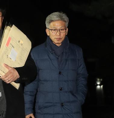 송병기 울산시 경제부시장이 20일 오후 검찰 조사를 마치고 울산지검을 나서고 있다/ 연합뉴스