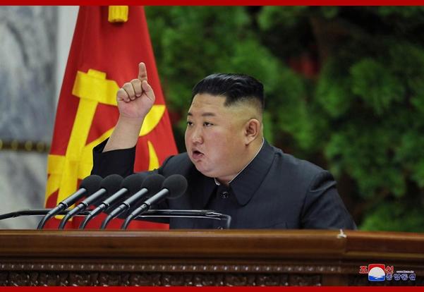 북한이 지난 28일 노동당 제7기 제5차 전원회의를 열었다고 조선중앙통신이 29일 보도했다. 김정은 국무위원장이 회의를 지도하며 운영·집행했다고 통신은 전했다.