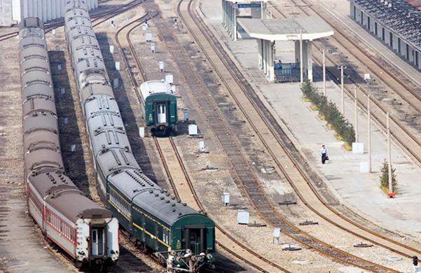 북한 행 화물의 집결지인 단둥역 모습./AP·RFA