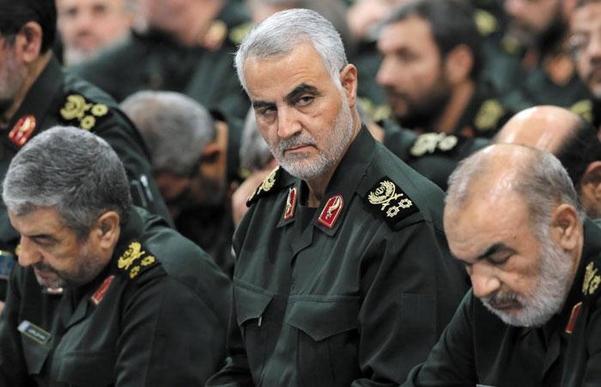 미국의 공습으로 폭사한 솔레이마니(가운데) 이란 쿠드스 사령관./EPA연합뉴스