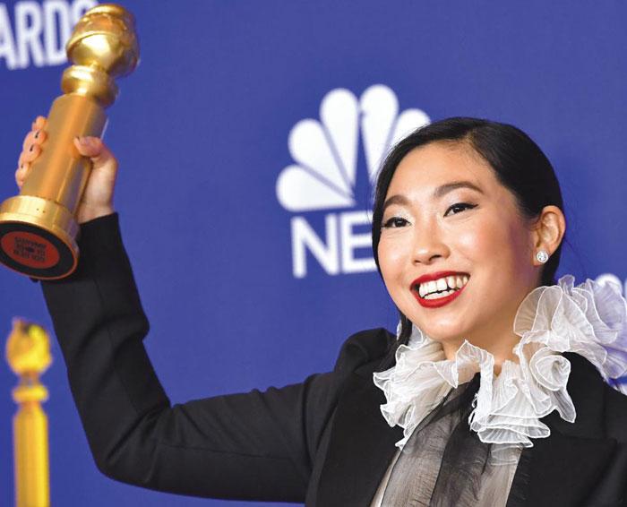 아시아계 최초로 골든글로브 뮤지컬·코미디 영화부문 여우주연상을 받은 한국계 배우 아콰피나.