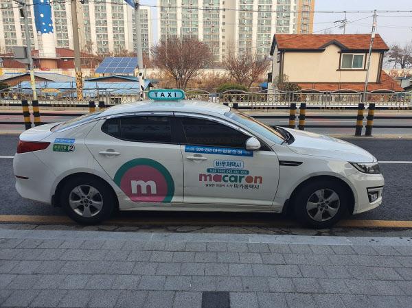 대전에서 교통약자의 이동 편의를 위해 운행을 시작한 바우처 택시. /대전시