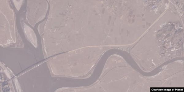 신압록강대교 끝에서 북한 국도로 도로가 연결된 모습이 촬영된 1월9일자 위성사진./플래닛랩스, VOA