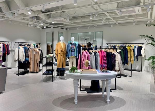 더한섬하우스 제주점 전경, 한섬이 운영하는 13개 브랜드가 백화점 매장 형태로 구성됐다./김은영 기자