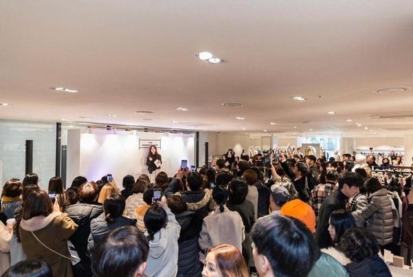 지난 3일 개장 행사로 진행된 한혜연 스타일리스트의 스타일링 클래스./더한섬하우스 인스타그램