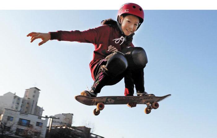 유일한 여자 스케이트보드 국가대표인 초등학교 6학년 조현주가 지난 3일 오후 경기도 고양시 대화 레포츠 공원에서 스케이트보드를 타고 있다.