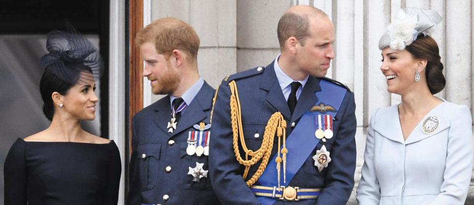 영국 런던 버킹엄궁에서 2018년 7월 열린 영국 공군 창설 100주년 기념행사에 모인 메건 마클 왕손부인과 해리 왕손 부부, 윌리엄 왕세손과 케이트 미들턴 세손빈(왼쪽부터).